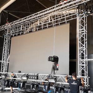 Torres-para-elevar-pantallas-LED