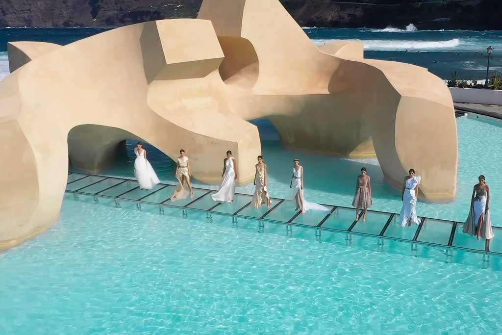 Tarimas-transparentes-GUIL-en-los-desfiles-de-Tenerife-Volcanic-Fashion-3